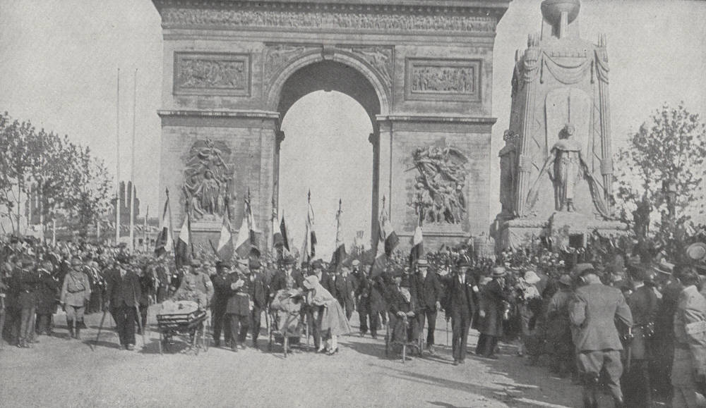 Start of the triumphal parade on the avenue of the great army – credit: Charles Duvent